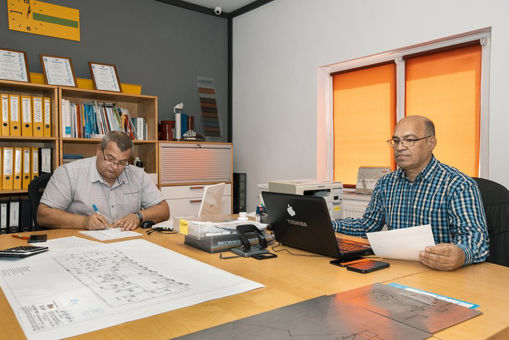 O echipa pregatita care iti ofera preturi excelente la acoperisuri in Pitesti, fie ca vorbim de tigla metalica, de tabla sau de tigla ceramica